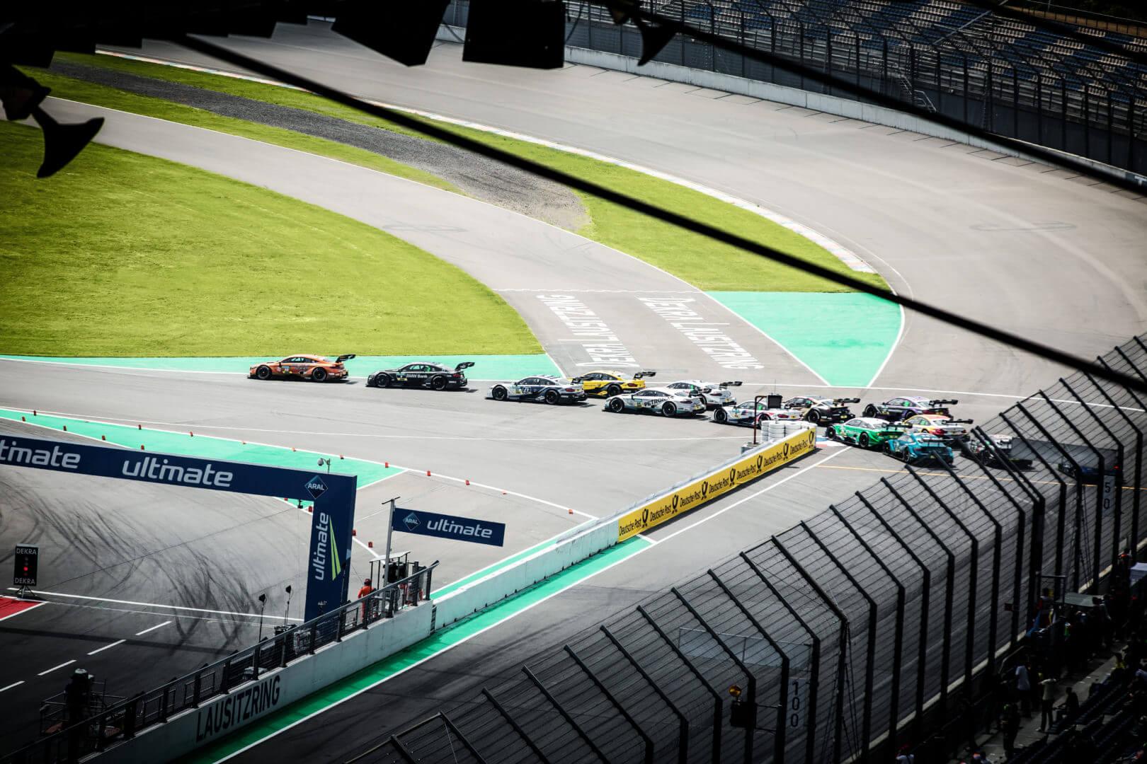 DTM Autos hintereinander