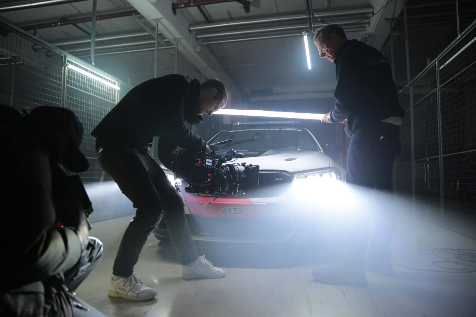 Kamera Team am Auto