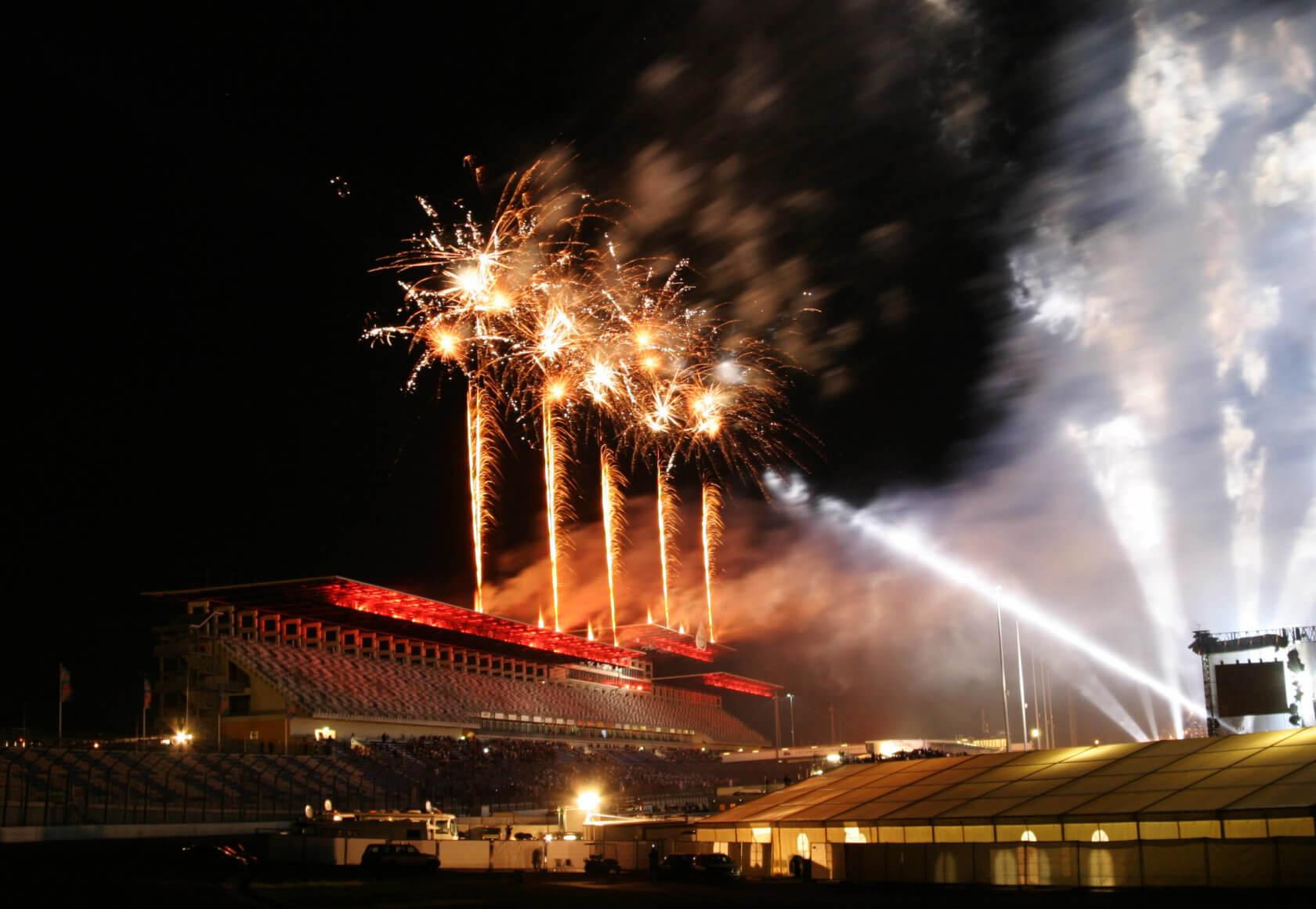 Feuerwerk über der Tribüne