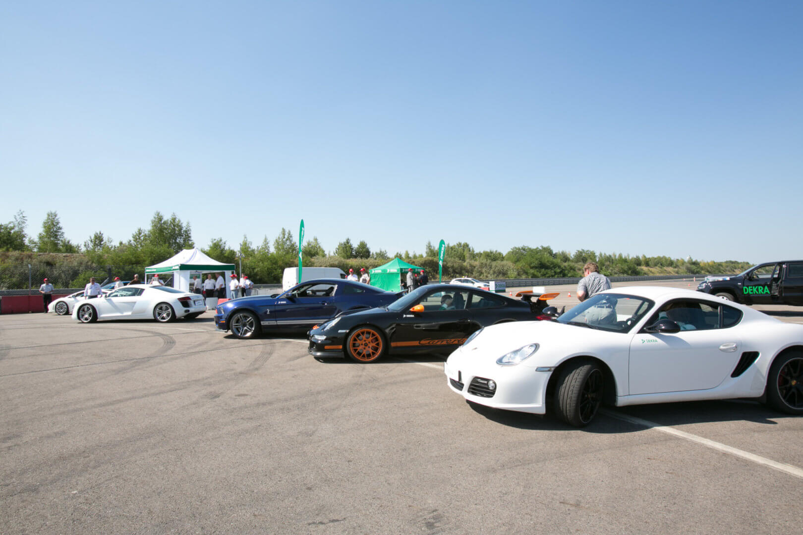 Mehrere Autos von der Seite