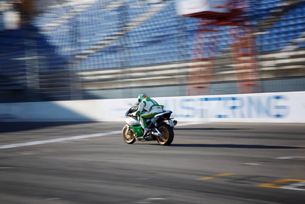 Motorrad auf der Rennstrecke