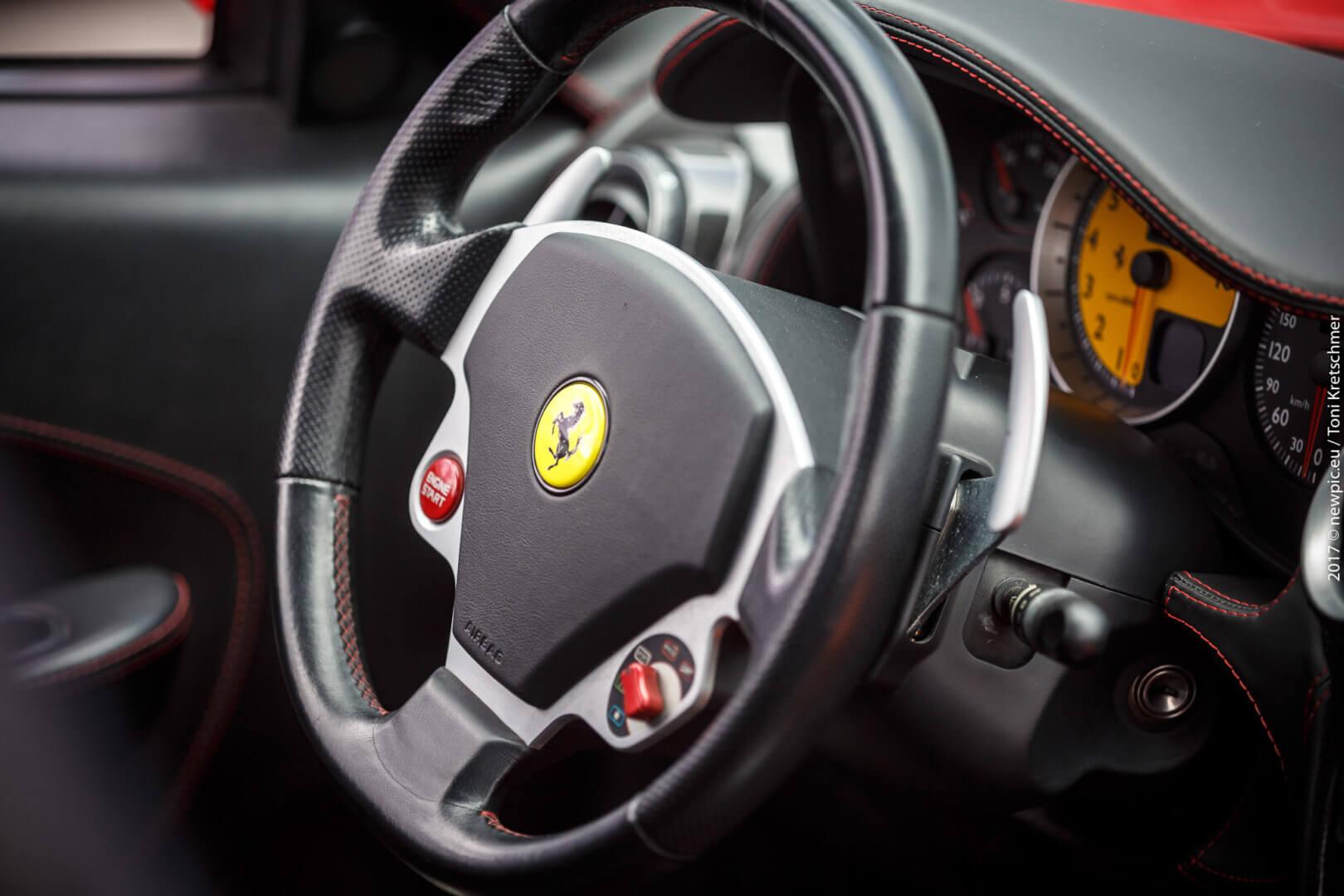 Renntaxi Ferrari Lenkrad