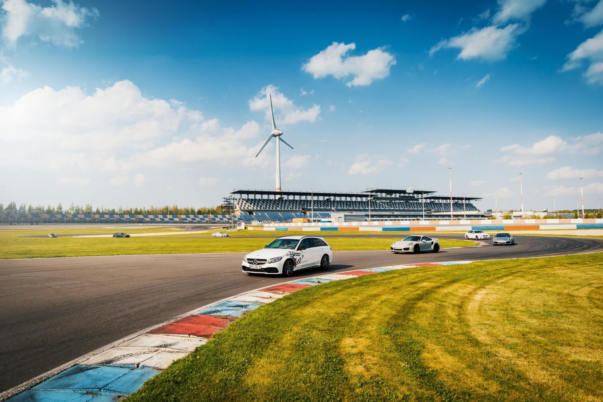 Sportfahrer auf der Rennstrecke DEKRA Lausitzring